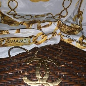 CHANEL Oversized Blush Gold Hardware Necklace